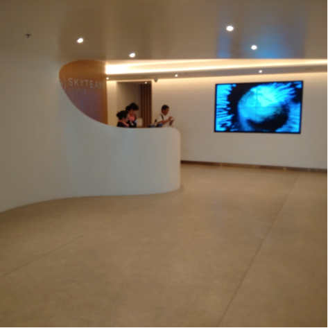 LOUNGE ENTRY