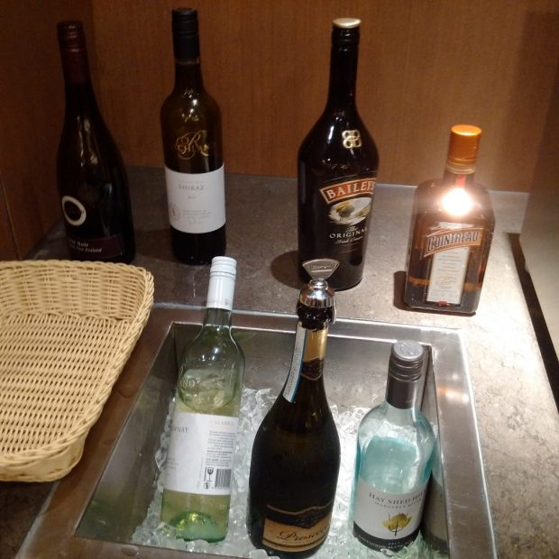 HK Airlines lounge drinks
