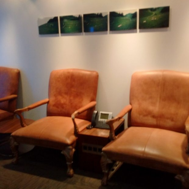 ba-galleries-first-lounge-t3-chairs-hk-travel-blog