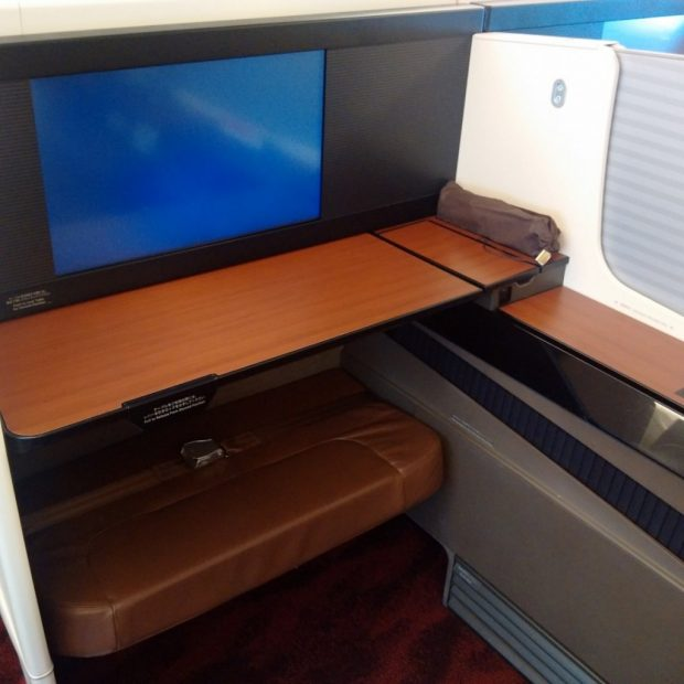 JAL screen and table, which slide effortlessly forwards and backwards.