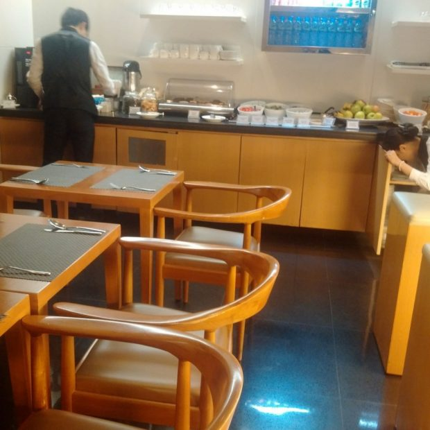 the-arrival-dining-area-hk-travel-blog