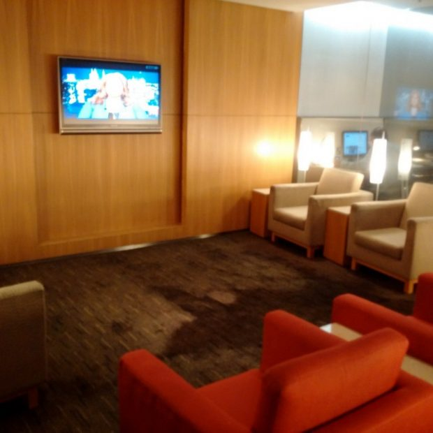 the-arrival-seating-area-hk-travel-blog